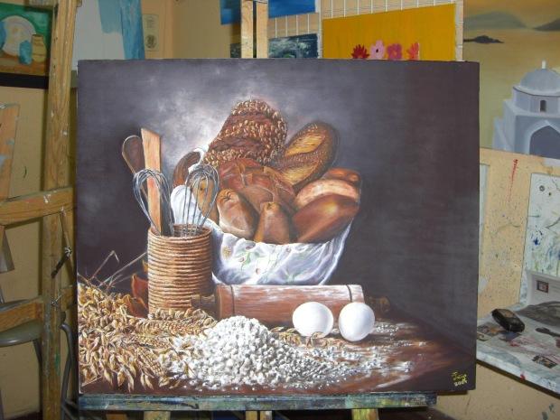 Cesta de panes con un par de huevos